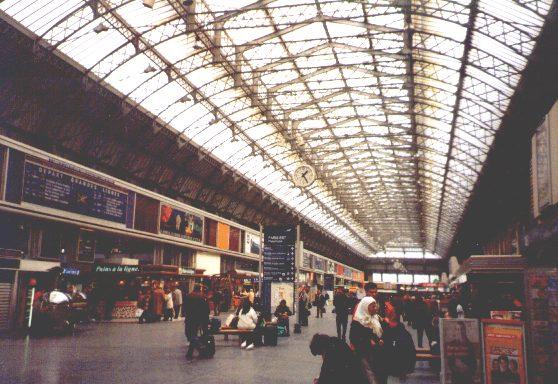 La gare de paris est for Exterieur quai gare de l est